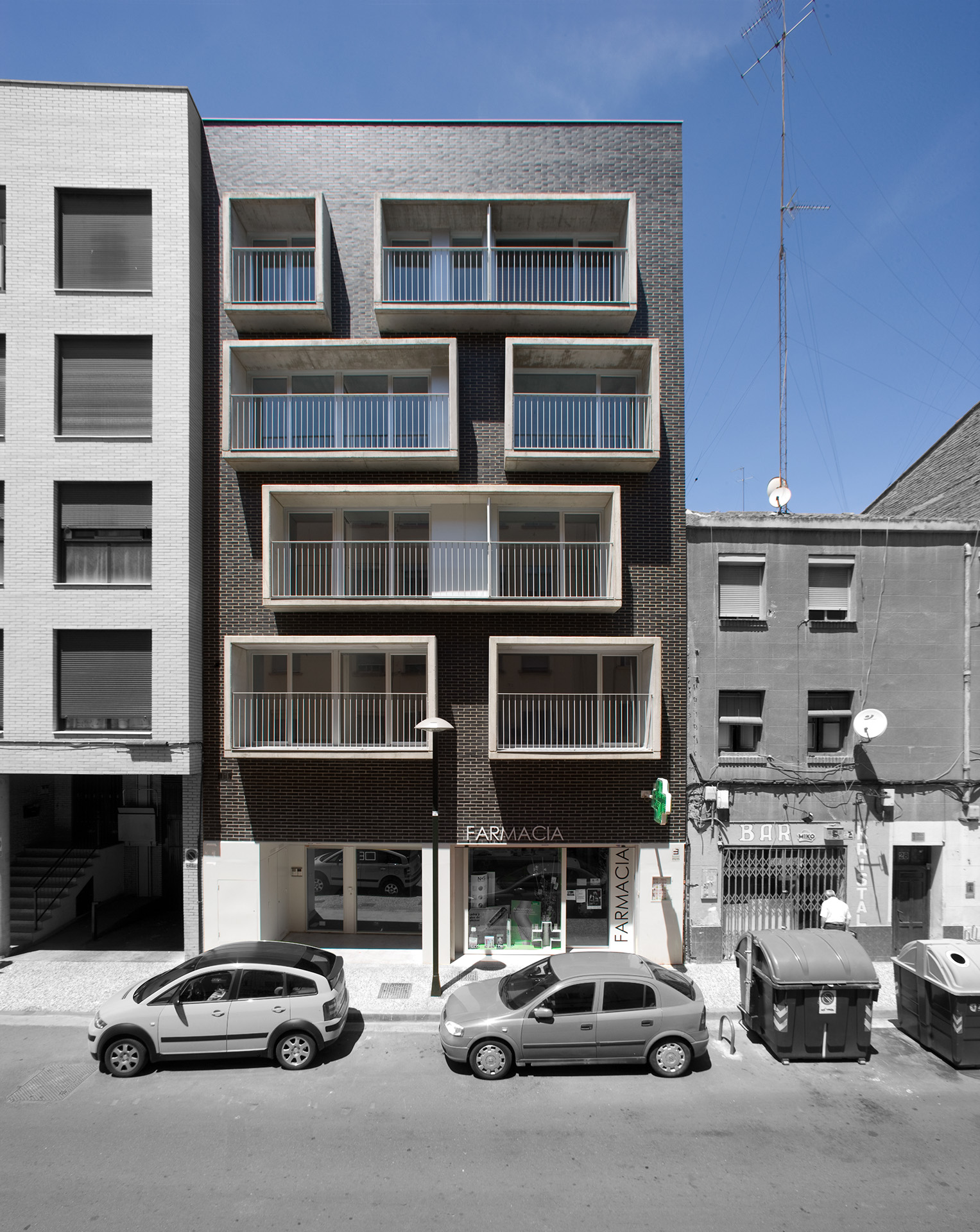 Edificio de 12 viviendas mrm arquitectos for Viviendas para terrazas